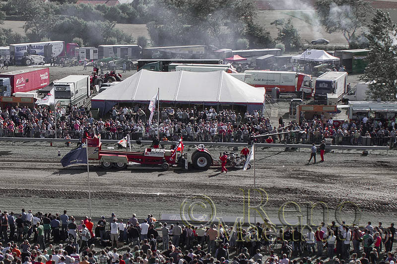 Luchtfoto Tractor pull Cadzand Bad
